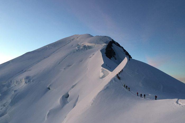 Mont Blanc vs Elbrus, care este totusi cel mai inalt varf din Europa?
