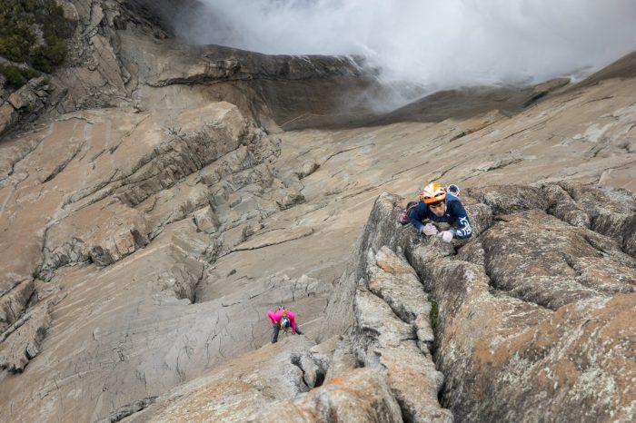 Misty Wall, Yosemite: prima ascensiune free de către Sasha DiGiulian și Jon Cardwell